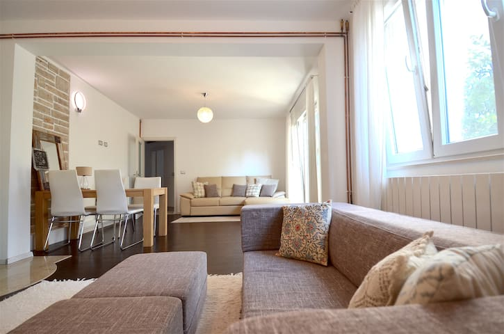 Large, airy apartment with terrace (Adults only)