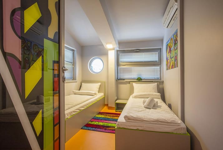 Astra Palace - Twin Room with Shared Bathroom
