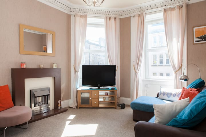WNP Stylish central 1 bedroom flat sleeps up to 4