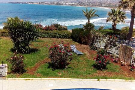 Sea front 2 bdr bungalow with amazing views - Kissonerga