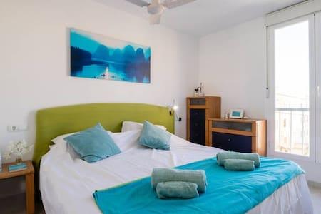 Bright double room in penthouse with sea view - Colònia de Sant Jordi