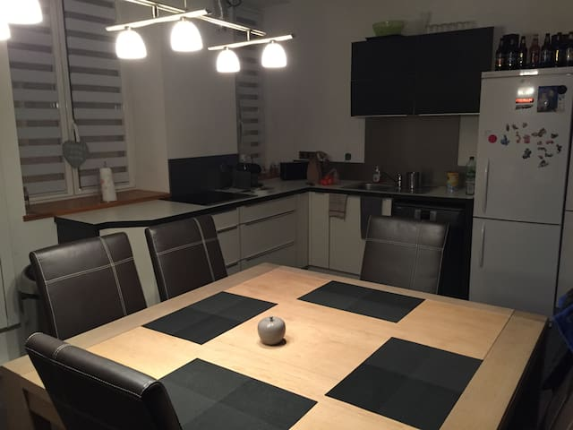 CENTRE VILLE FERRY/TUNNEL 10min - Calais - Apartment
