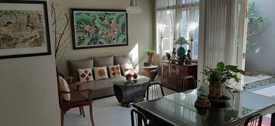 Sewa harian/bulanan rumah desain cantik Karawaci