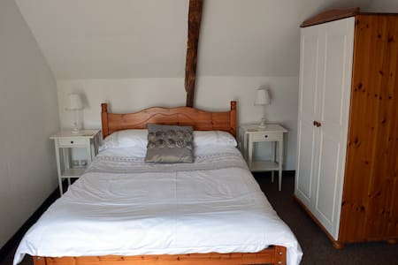 1 Bedroom cottage, with heated pool - Jugon-les-Lacs - House - 1