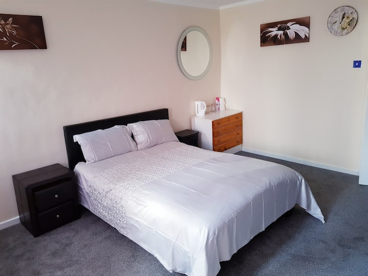 Double Big Room in 3 Bed share House  Comfortable!