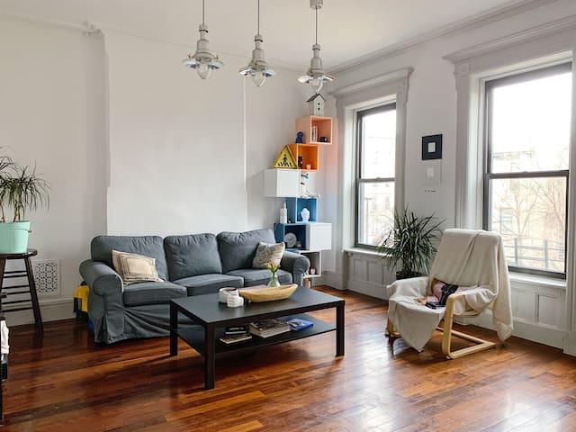 ♡Amazing room in brownstone. 30 min to Manhattan ♡