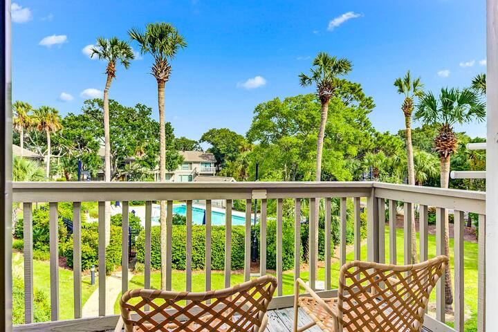 Beach-themed villa in Wild Dunes w/ shared pool - walk to the beach & golf!