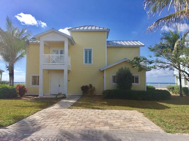 LUXURIOUS BEACH FRONT HOME W/INCOMPARABLE INTERIOR - Alice Town