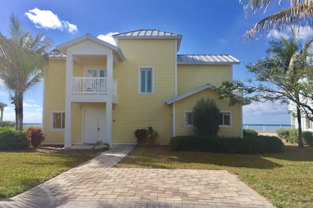 LUXURIOUS BEACH FRONT HOME W/INCOMPARABLE INTERIOR - Alice Town - House