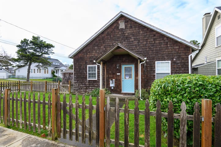 Clean and Safe! Karr Beach House on Franklin - King bed, pets welcome