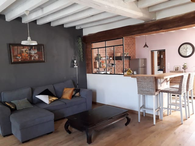 Proche de Guédelon, petite maison de village.