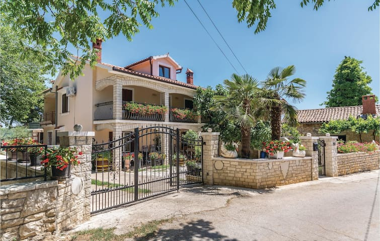 Semi-Detached with 3 bedrooms on 111m² in Barban