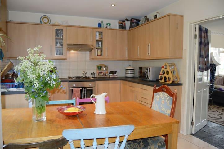Double room with garden, livingroom & big kitchen