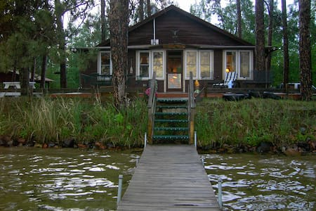 Cozy 2 Bdrm Cabin on Waters Edge - Spooner - Kisház