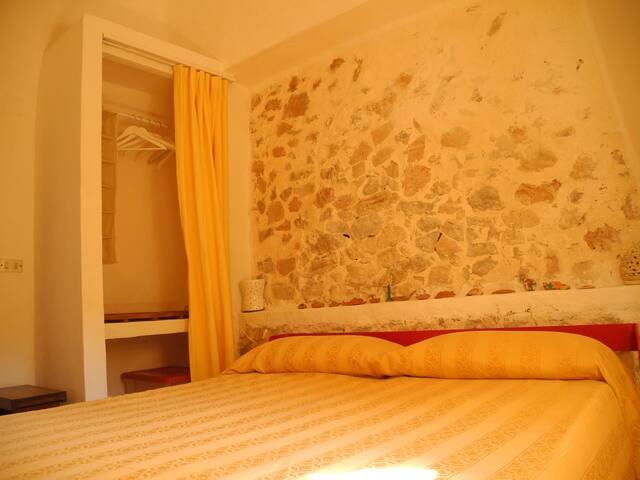 Camera da letto matrimoniale con armadio