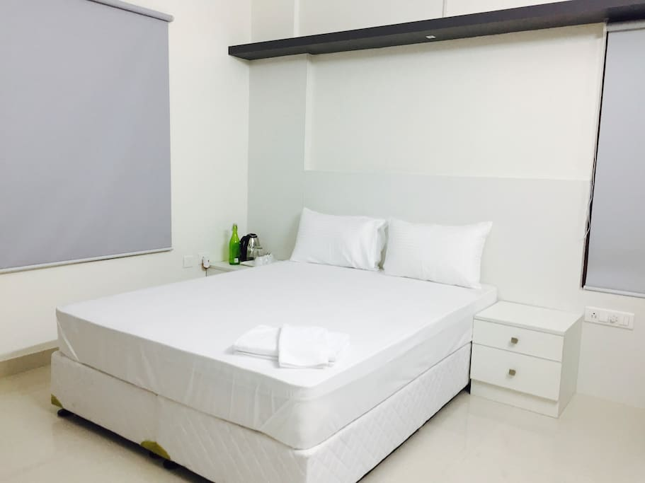 Private Bed room with 8 inch mattresses