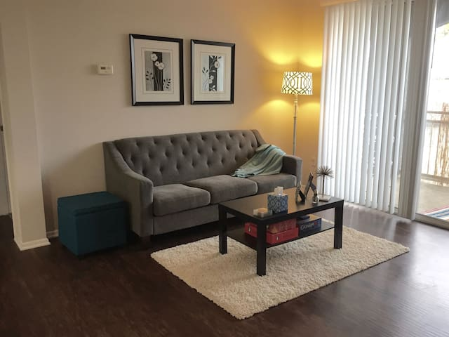 Gorgeous 1BD apartment w/ balcony in Mission Grove - Riverside - Apartment