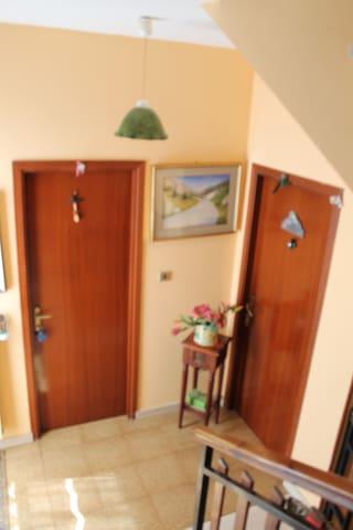 camera con bagno privato - L'Aquila - Casa a schiera