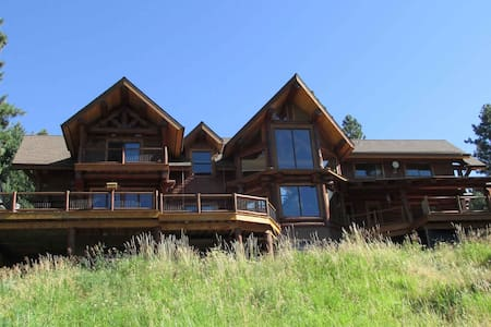 Handcrafted Log Home - Autumn Room - Moscow - Chalet