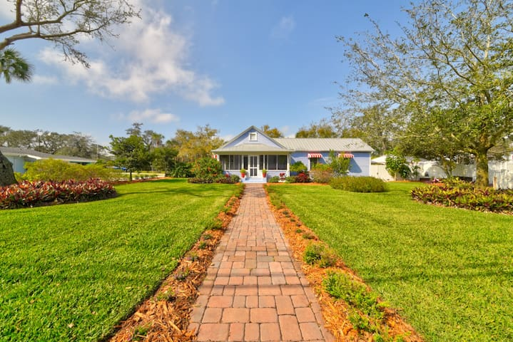 Twin Oaks Historical Cottage