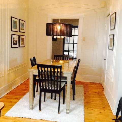 3 Bedroom Apartment In The Middle Of Town:) - Montréal - Apartment