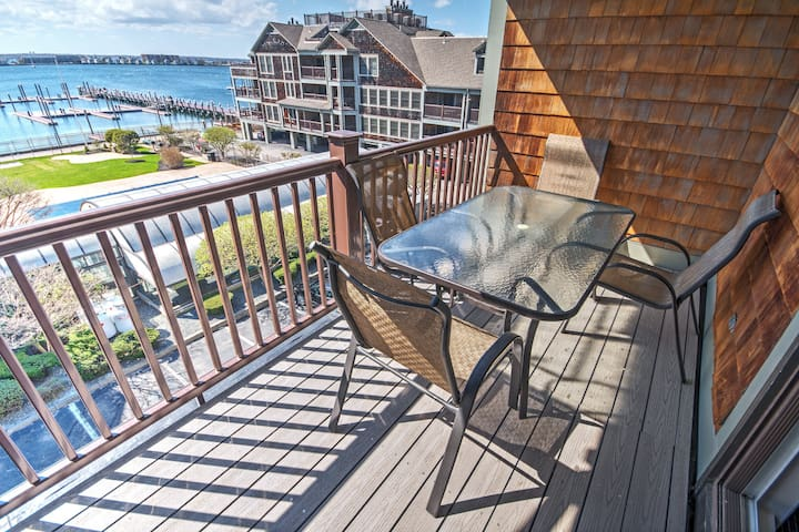 Thames St WATERFRONT resort w/ Pools - 2 Bedroom