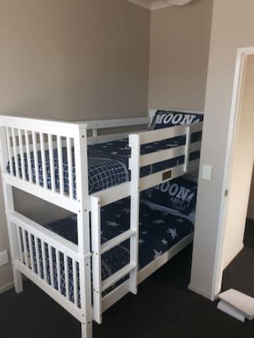 Fifth Room, bunk bed.