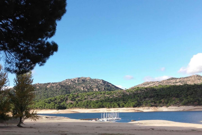 Entorno con playas privadas y rutas a menos de 5 min andando