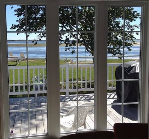 Chalet, Oceanfront with Access to the beach