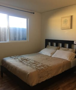 Nice Private Room near SFO - San Bruno - Hus