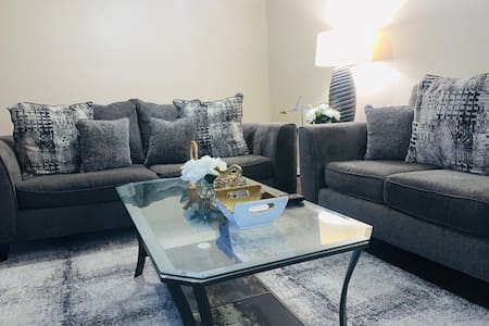 The Lawndale - Private Room, Modern, Relaxing 2