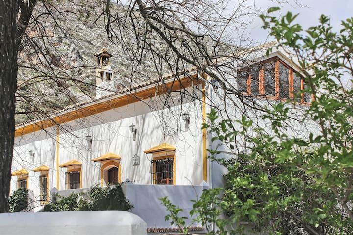 Cortijo Abril, el paraíso en la subbetica andaluza