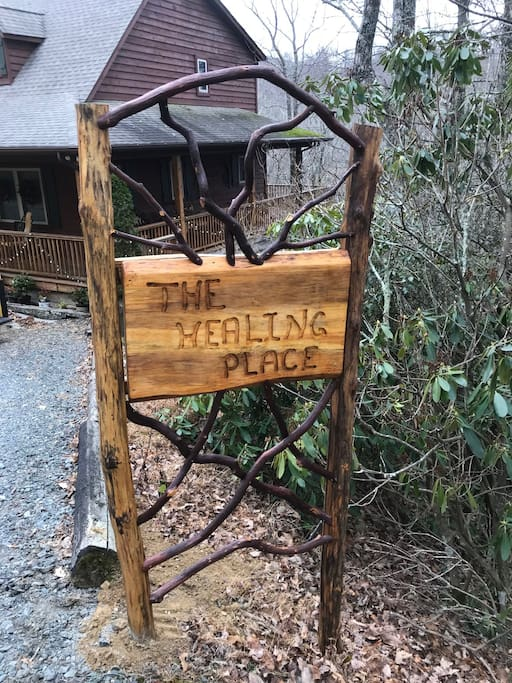 Sign at the entrance of the driveway!