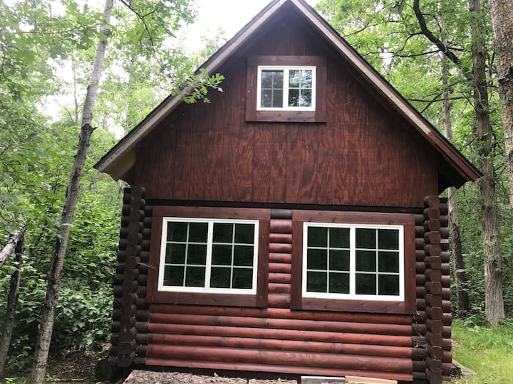 Tiny house, off the Grid.Log cabin in the woods.