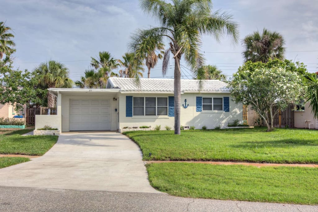 Well maintained Ormond by the Sea bungalow.