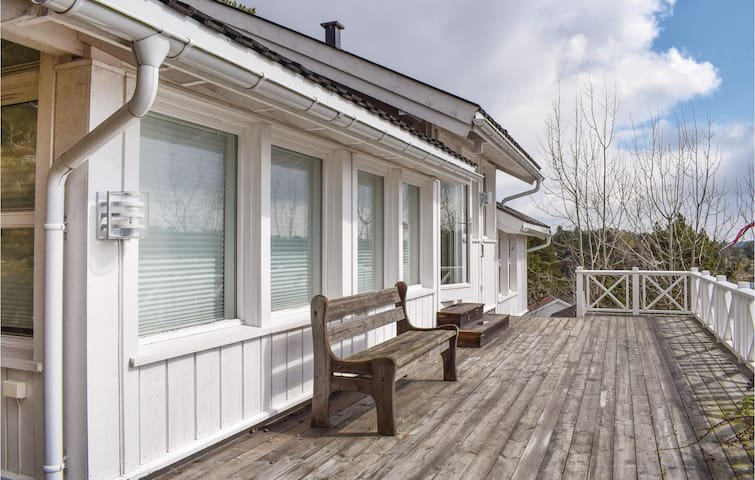 Holiday cottage with 3 bedrooms on 100m² in Tvedestrand