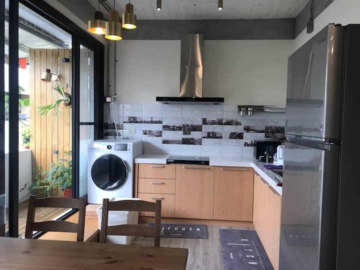 Monthly rent single/double suite cozy Apt MRT R9