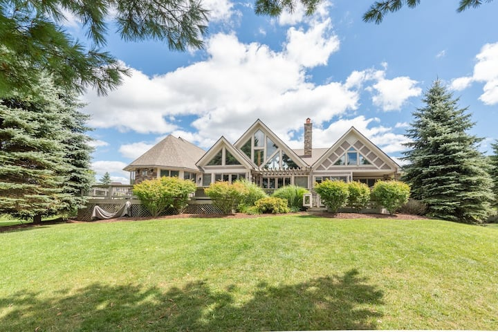 Lakefront Home in Golf Area w/Dock Slip, Hot Tub, & Fire Pit!