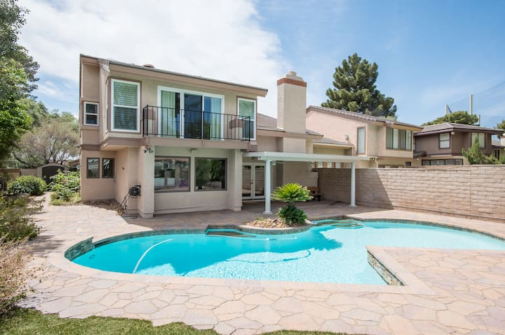 Spacious Remodeled Home Near Convention Center