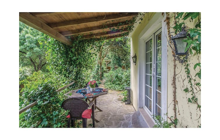 Semi-Detached with 1 bedroom on 40 m² in Colares, Sintra