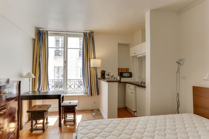 Be A Romantic Parisian In St Germain Des Pres