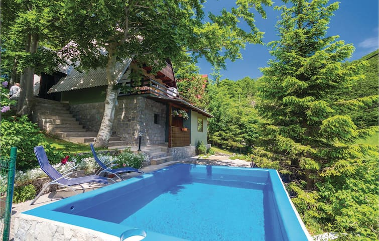 Holiday cottage with 2 bedrooms on 72m² in Cavle
