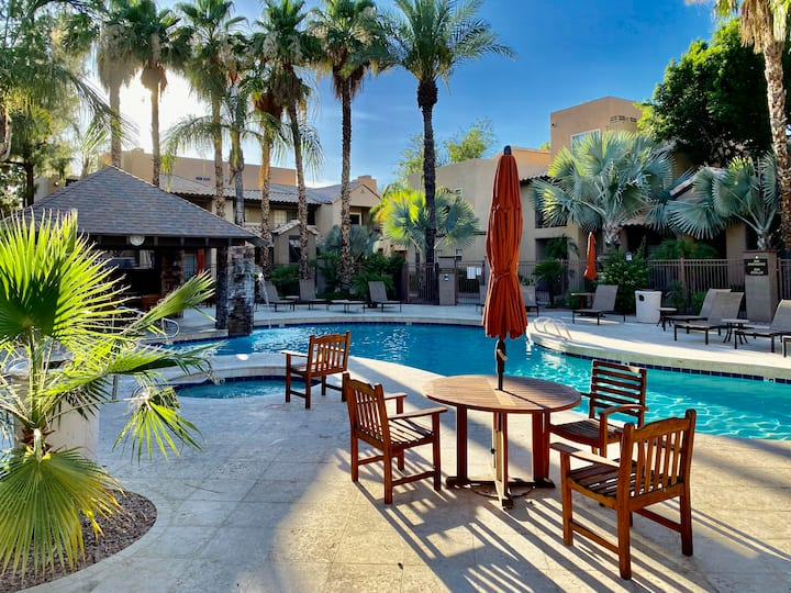 Great mix of amenities and location 2br/2ba condo
