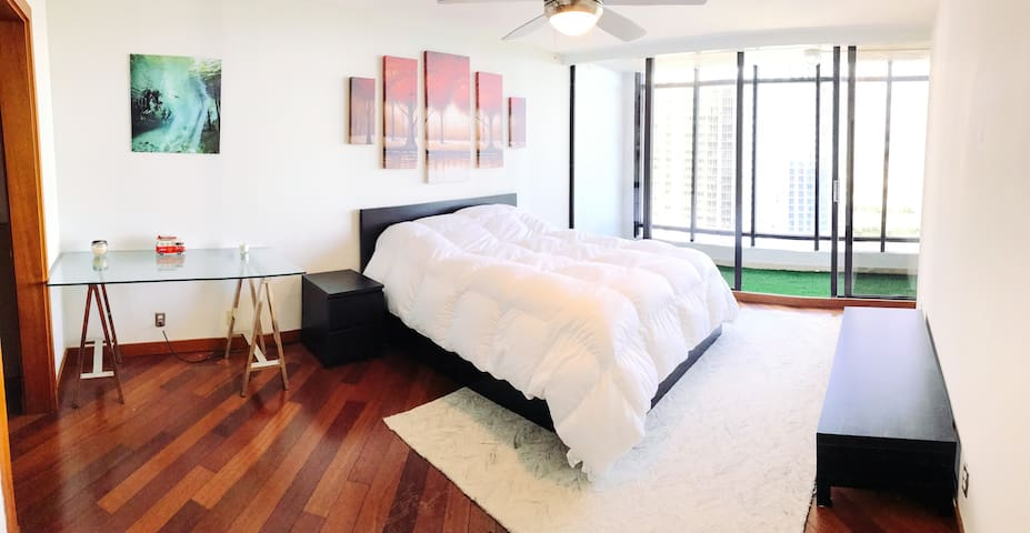 Perfectly Located Master BR (High Floor + Balcony) - Miami - Apartment
