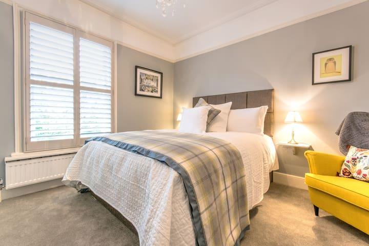 April House Weybridge (The May Room) - Weybridge