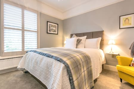 April House Weybridge (The May Room) - Weybridge - Bed & Breakfast