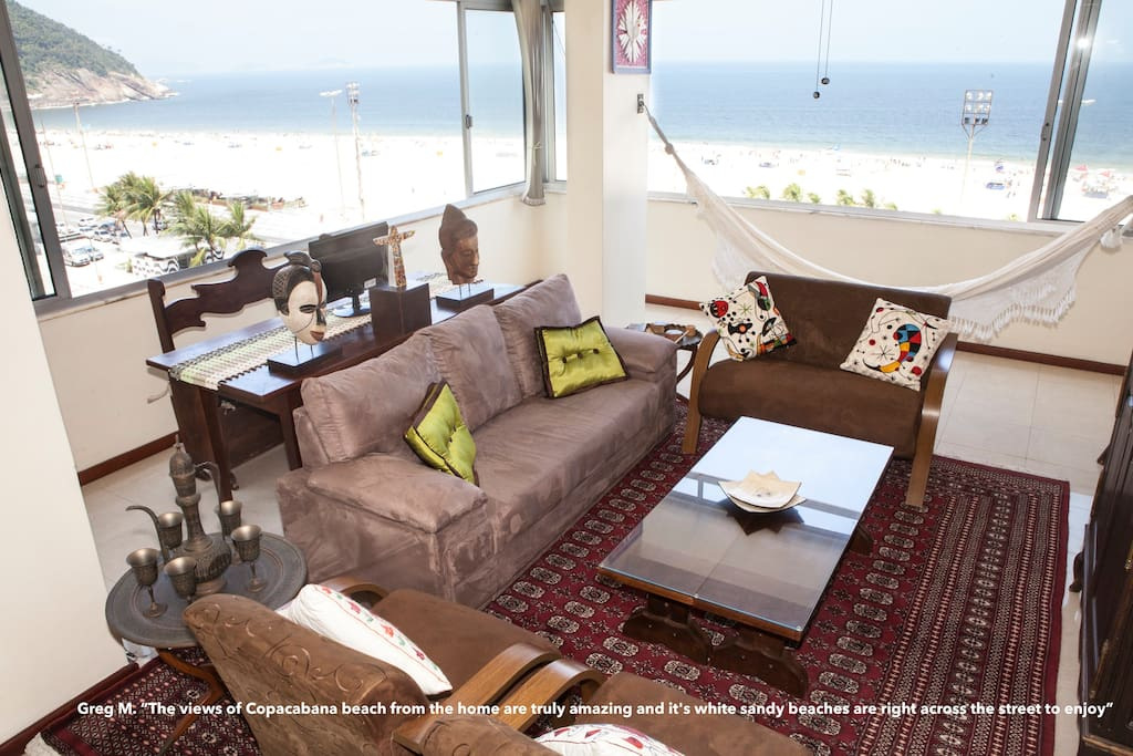 Apartment is a corner unit with frontal as well as lateral ocean views!  Vista do mar panoramica e lateral!