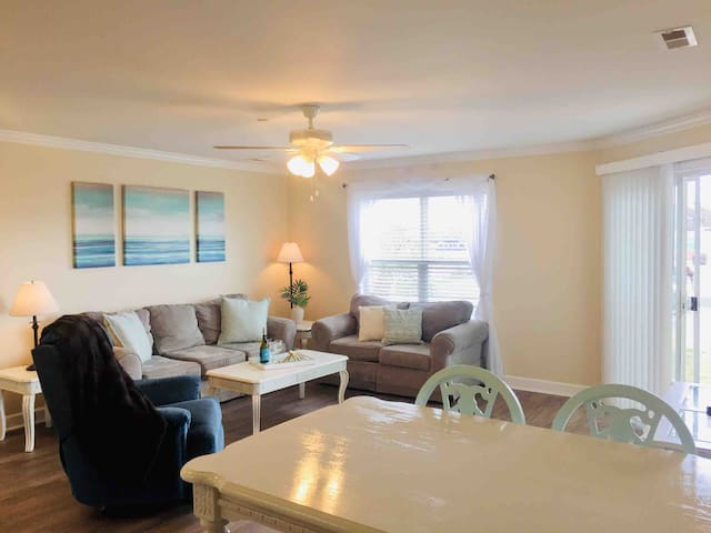Spacious Condo -  Pool - Walk to the beach!
