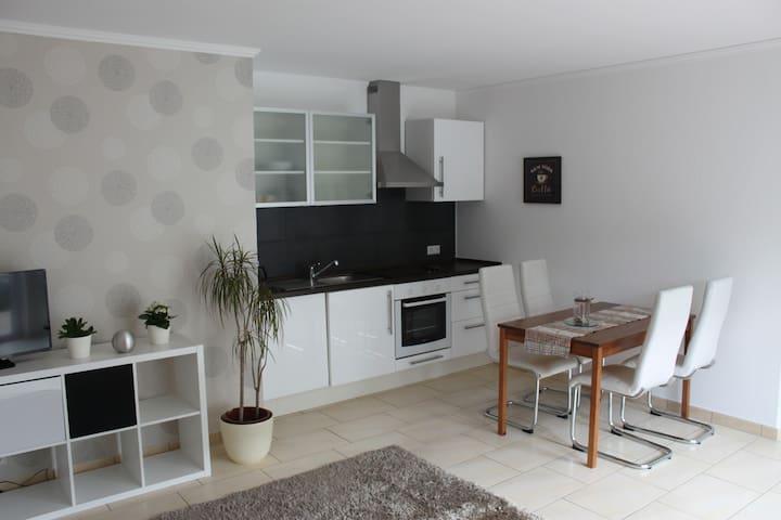 Schicke Wohnung mit tollem Ausblick - Nickenich - Lägenhet