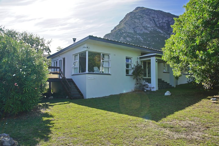 Fynbos cottage - beach house with mountain views